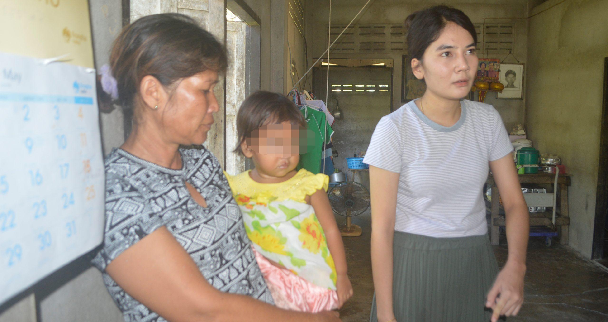 ธารน้ำใจแห่ช่วย 3 พี่น้อง ถูกแม่ทิ้ง ที่เมืองคอนฯ
