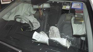 เจ้าของมึน! รถยนต์หรูจอดอยู่เฉยๆ แอร์แบ็คระเบิด