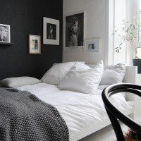 black-wall-bedroom-decorated-with-frames (1)