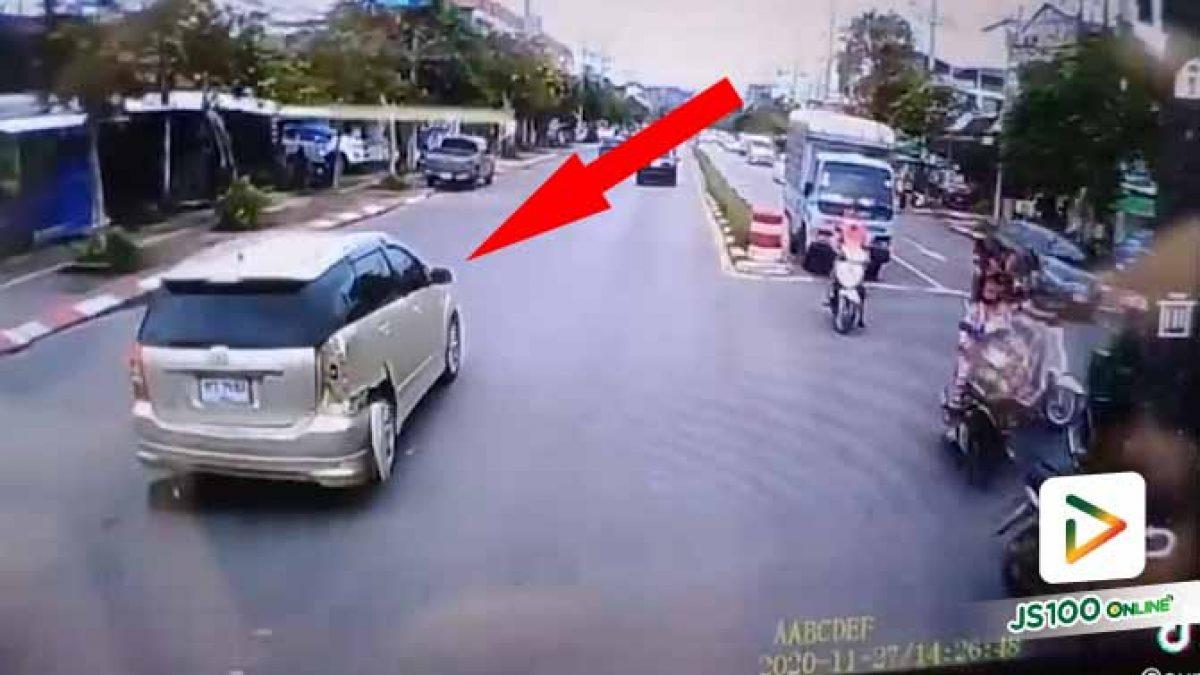 หลบรถซ้ายแต่ไม่ดูขวา ประกันไม่มีด้วยจ่ายหนักเลย