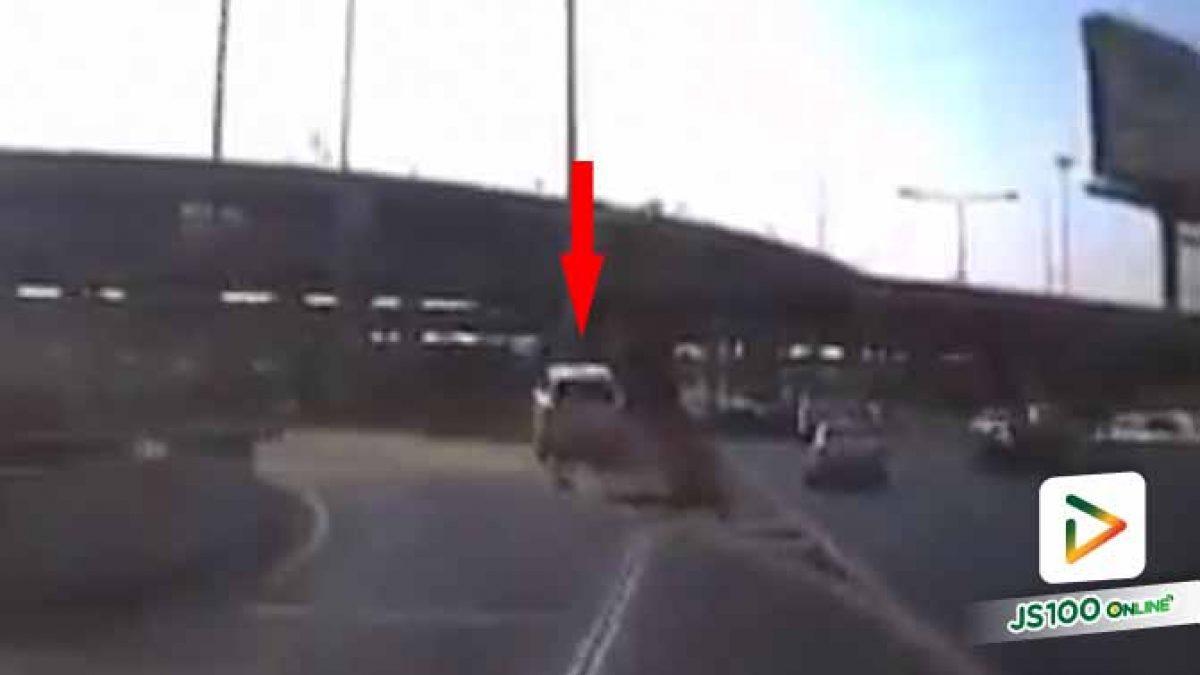 อุบัติเหตุรถปีนขอบทางหล่นจากทางด่วน โชคดีที่ความสูงไม่มาก สาเหตุเพราะคนขับไม่ชินเส้นทาง  (18/2/63)