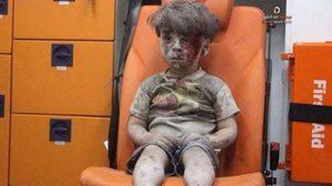 เสียชีวิตแล้ว! พี่ชายเด็กซีเรียวัย 5 ขวบ โดนลูกหลงเหตุระเบิด