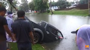 5 วิธีการเอาตัวรอด กรณีเกิดอุบัติเหตุรถจมน้ำ