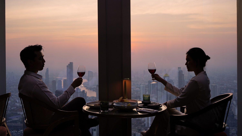 """ฉลองเทศกาลแห่งความรักปีนี้ที่ มหานคร แบงค็อก สกายบาร์ กับดินเนอร์หรู 2 สไตล์ """"Love at First Bite"""" และ """"A Romantic Escapade"""" บนห้องอาหารที่สูงที่สุดในประเทศไทย"""