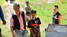 ตำรวจเมืองคอน คุมตัวสองพี่น้องรุมแทงหนุ่มนามสกุลดังดับ ทำแผน