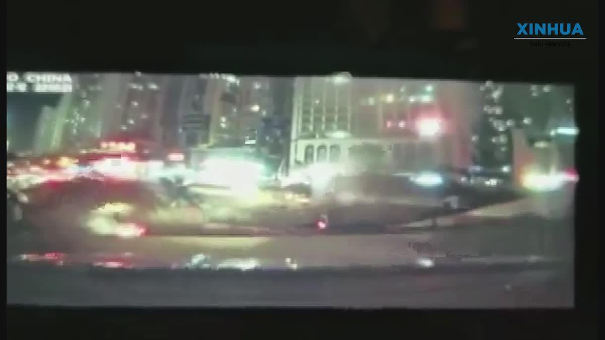 ชมคลิปนาทีถนนในจีนยุบตัวเป็นหลุมยักษ์ รถยนต์ร่วง 3 คัน