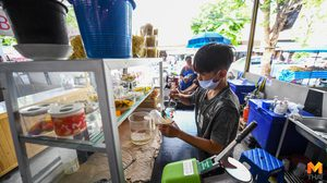 ชีวิตต้องสู้! แข้งสาวฟุตซอลทีมชาติไทย ขายน้ำแข็งใส-เดินขายหวย สู้พิษ COVID-19