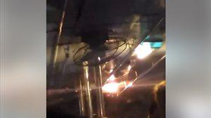 คลิปรถเมล์หลังคารั่ว ทำผู้โดยสารเปียกทั้งคัน ขณะขับฝ่าสายฝน
