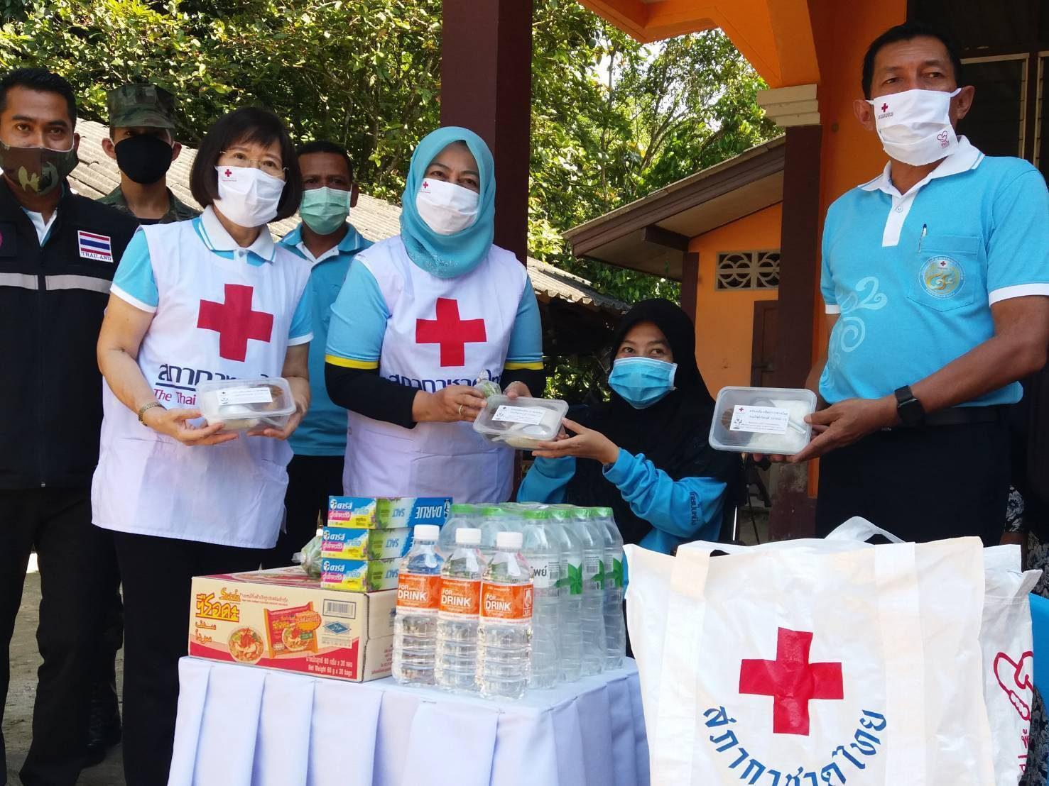 """จัดตั้ง """"ครัวพระราชทาน อุปนายิกาผู้อำนวยการสภากาชาดไทย"""" ศาลากลางจังหวัดนราธิวาส"""