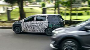 หลุดภาพ Spyshot ของ Mitsubishi XM crossover ขณะวิ่งทดสอบที่อินโดนีเซีย