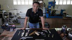 อัฏฐวัฒน์ ครรชิตวัฒนา นักแกะสลักปืนมือเทพ ประสบการณ์โชกโชนผ่านมือกว่าพันกระบอก!