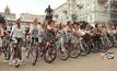 พาเหรดผู้หญิงปั่นจักรยานในยูเครน