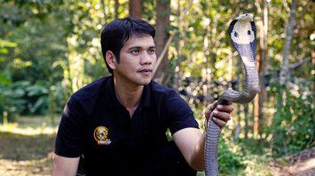 นิรุทธ์ ชมงาม มือปราบอสรพิษ ผู้เดิมพันชีวิตเพื่อ 'งู' ทุกลมหายใจ