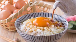 คนไทยส่ายหน้ากับ ข้าวตอกไข่ดิบ เมนูที่คนญี่ปุ่นชอบ