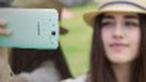 เอาใจสาวๆที่ชอบ Selfie ด้วยกล้องหมุนได้ จาก OPPO N1 mini