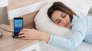 ผลวิจัยเผย นอนดึก ตื่นสาย ชอบกดปุ่ม Snooze ในตอนเช้ามีแนวโน้มเป็นอัจฉริยะ!!!