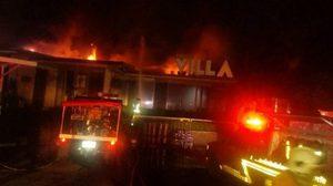 ไฟไหม้ ร้าน Funky Villa ซอยเอกมัย 7 เสียหายทั้งหมด !