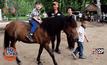 เด็กเรียนขี่ม้าสร้างสมาธิ ลดเวลาติดหน้าจอ