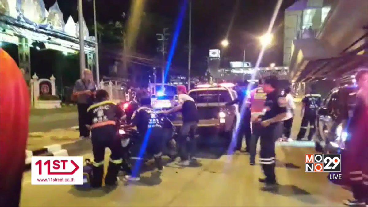 รถตู้เสียหลักชนป้ายบอกทางบาดเจ็บ 4 คน