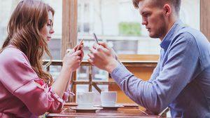 8 สัญญาณ โซเชียล ภัยใกล้ตัวทำลาย ความสัมพันธ์ของคู่รัก