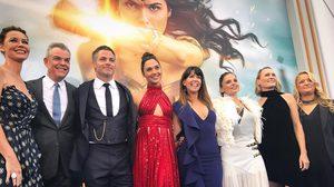 กัล กาโดต พร้อมด้วยทีมนักแสดงและผู้กำกับ Wonder Woman ร่วมงานพรีเมียร์ที่ลอสแอนเจลิส