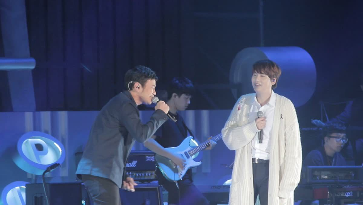 คยูฮยอน Super Junior - แสตมป์ อภิวัชร์ ร้องแจมกันสดๆ ในเพลง Blah Blah