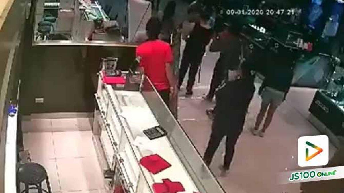 สุดระทึก!! เหตุปล้นร้านทอง ภายในห้างฯโรบินสัน ลพบุรี มีผู้ถูกยิงเสียชีวิต 3 คน ส่วนผู้ก่อเหตุหลบหนีไปได้ เจ้าหน้าที่เร่งติดตามตัว (09-01-63)