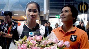 ฮีโร่กลับบ้าน! 'น้องเมย์' รัชนก ถึงไทยเรียบร้อย โพสต์ปีหน้าขอเหรียญทอง