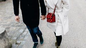 ความรัก ก้าวเดิน ไม่ต้องก้าวยาวและเร็ว เดินไปตามปกติและก้าวต่อไปเรื่อยๆ - ข้อคิดความรัก