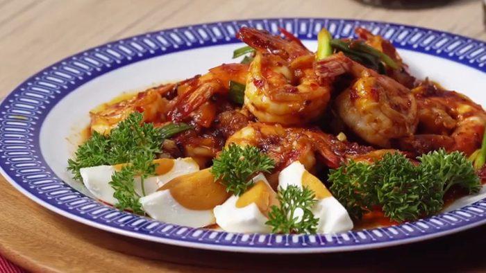 วิธีทำ กุ้งผัดพริกเผาไข่เค็ม สูตรอาหารไทยทำง่าย อิ่มอร่อย