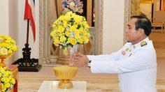 ในหลวงพระราชทานแจกันดอกไม้ อวยพรวันเกิด 'บิ๊กตู่' อายุครบ 65 ปี