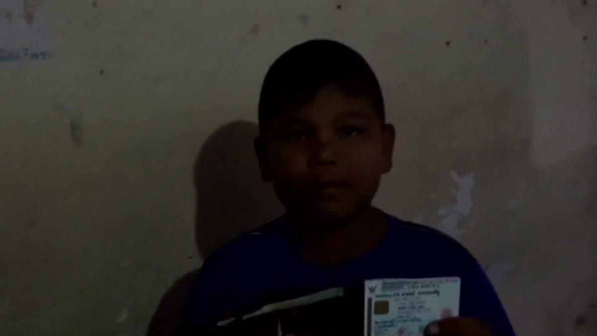 ชื่นชม!! นักเรียน ป.3 พบกระเป๋าเงินบนถนน รีบนำประกาศตามหาเจ้าของ