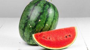 วิธีเลือกแตงโม ให้ได้เนื้อแดงหวานฉ่ำ ใน 3 ขั้นตอนง่ายๆ