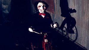 รื้อหิ้งหนังเก่า : Saw (2004) จุดกำเนิดของ 'จิ๊กซอว์' ฆาตกรที่เล่นบทพระเจ้า!!