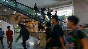 คืบหน้า!! คลิปวัยรุ่นพม่านับร้อยยกพวกตีกัน เผยจับกุมคนก่อเหตุได้ 5 ราย