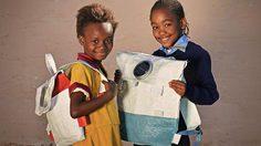 รู้ยัง! นักเรียนแอฟริกาใต้ สะพายกระเป๋าติดโซล่าร์เซลล์ไปโรงเรียนแล้ว