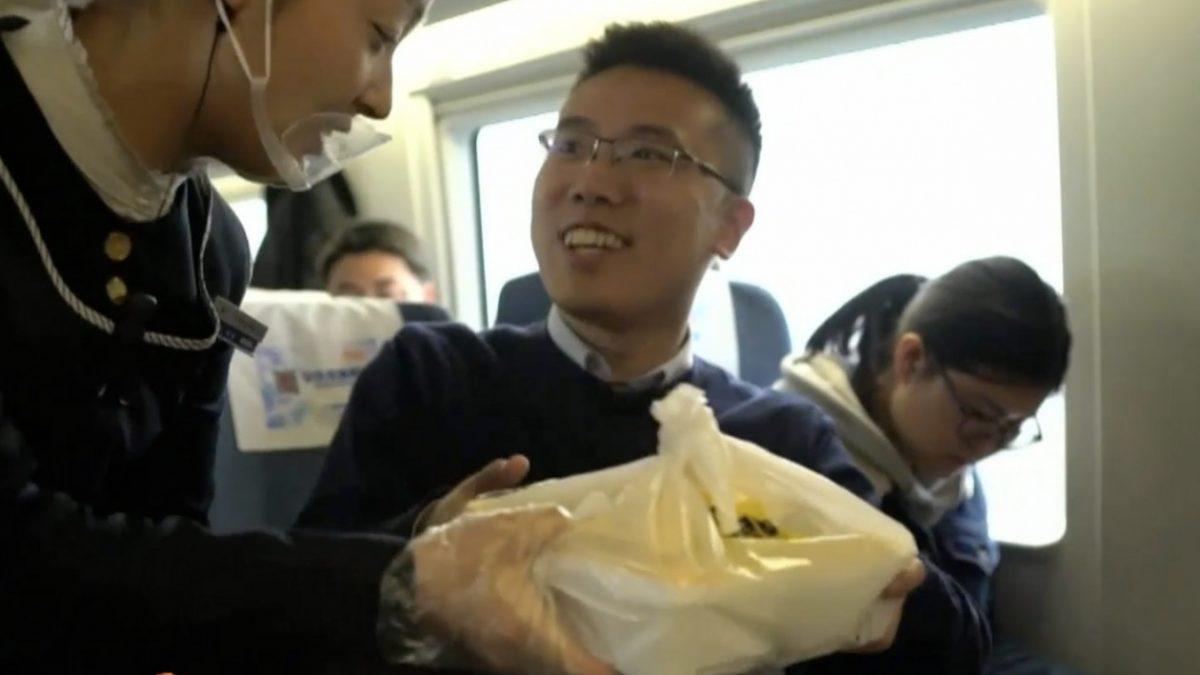 จีนเปิดบริการส่งอาหารจากภายนอกบนรถไฟความเร็วสูง