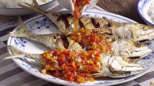 สูตร ปลาทูราดพริก ทอดกรอบๆ ราดน้ำฉ่ำๆ