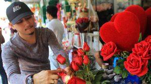ปากคลองตลาด เริ่มคึกคัก คาดดอกกุหลาบแดง ราคาปรับสูงขึ้นถึง 2 เท่า