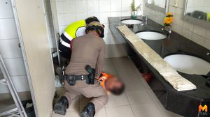 ชื่นชม!! ตำรวจเมืองพัทยา ปั้มหัวใจช่วยชีวิตคนหมดสติในห้องน้ำ