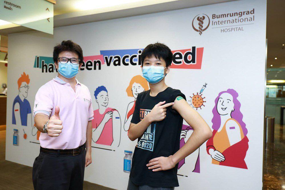 บำรุงราษฎร์ สนับสนุนภาครัฐ พร้อมบริการฉีดวัคซีนไฟเซอร์แก่เด็กนักเรียน อายุ 12-17 ปี ภายใต้การดูแลของแพทย์ชำนาญการด้านกุมารเวชศาสตร์