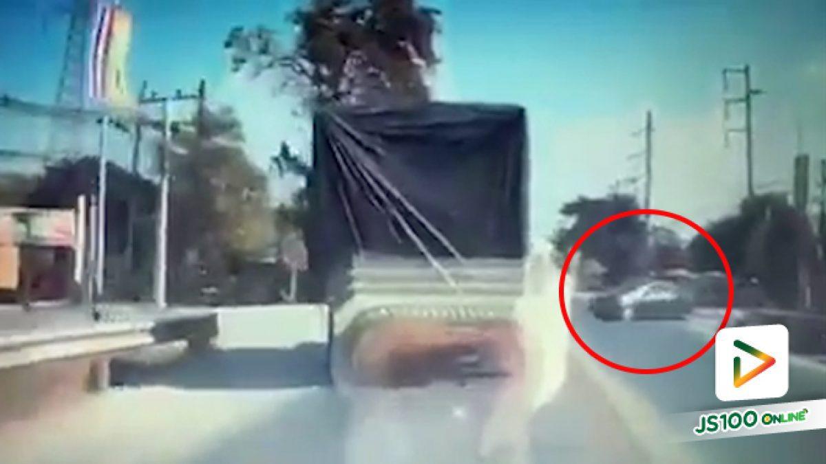 ไม่รู้เส้นทางหรือว่ารีบ แต่จะกล้าขับตัดหน้ารถบรรทุกแบบนี้ไม่ได้นะ!! (24/12/2019)