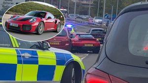 เศรษฐีเวลส์ขับ Porsche ราคา 8 ล้าน ชนยับบนถนน ทั้งๆ ที่เพิ่งถอยออกมาจากศูนย์ได้ไม่กี่นาที
