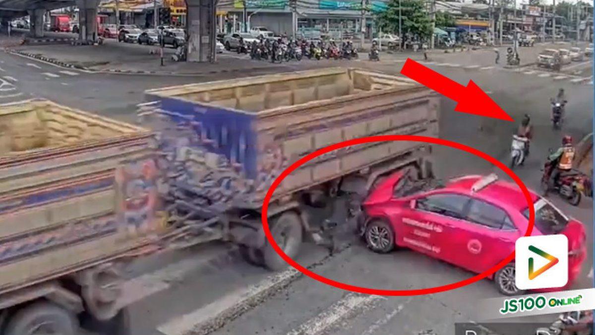 ทั้งรถใหญ่รถเล็กฝ่าไฟแดงกันมา คนอื่นเดือนร้อนไปสิ