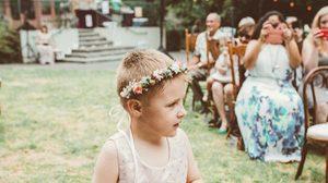 น่ารักและล้ำค่า! เมื่อลูกชายตัวน้อยอยากใส่กระโปรงในงานแต่งงานของพ่อแม่