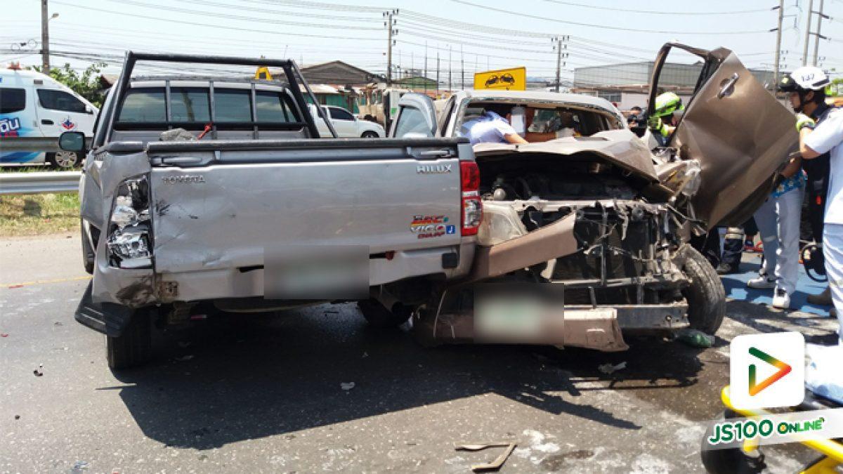 คลิปอุบัติเหตุกระบะชนกันบริเวณถ.พระราม2 (11-04-61)