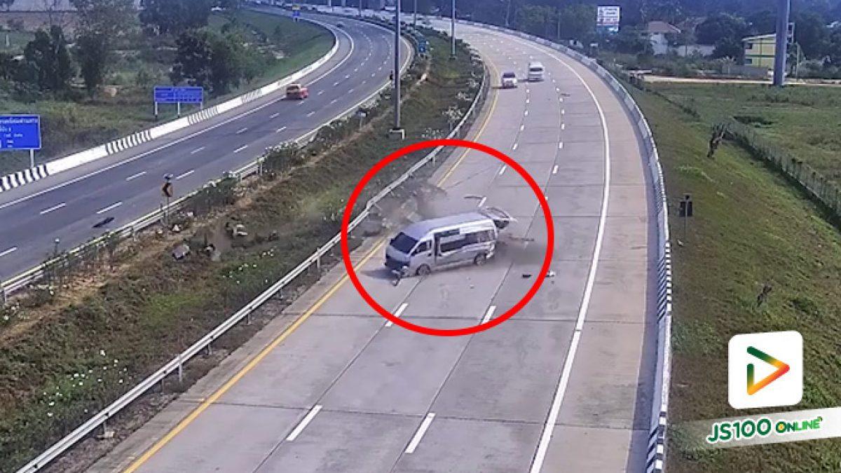 รถตู้โดยสารยางแตก เสียหลักพุ่งชนราวกั้น นักท่องเที่ยวต่างชาติบาดเจ็บรวม 8 คน (14/01/2020)