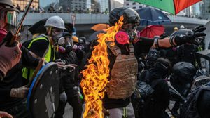 ประท้วงวันที่ 99 ฮ่องกงเดือด ใช้ระเบิดเพลิงในเหตุปะทะ-สลายชุมนุม