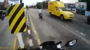 นาทีระทึก!! ตำรวจไล่จับหนุ่มผมยาวซิ่งจยย. หนีรอบเมือง