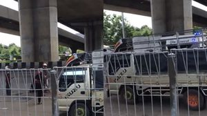 ตำรวจถูกกระบะชนกระอักเลือด เหตุตั้งด่านลอย ก่อนวิ่งตัดหน้ารถใต้สะพานเมเจอร์